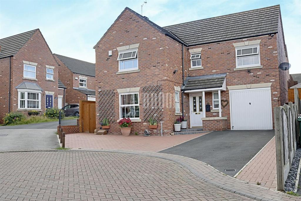 4 Bedrooms Detached House for sale in Longworth Road, Hemsworth