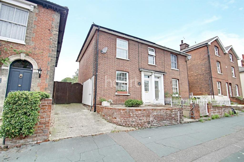 3 Bedrooms Semi Detached House for sale in North Station Road, Colchester, CO1