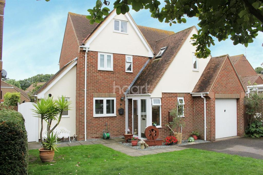 4 Bedrooms Detached House for sale in Whytecliffs, Broadstairs, CT10
