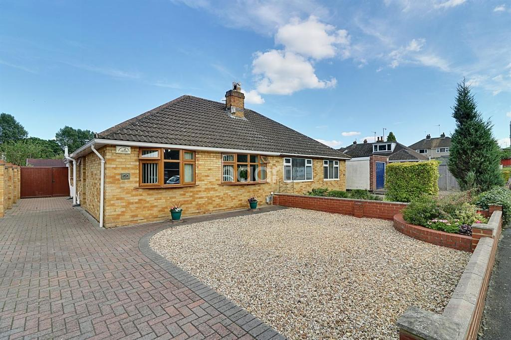 2 Bedrooms Bungalow for sale in Haydon View Road,Swindon, Wiltshire