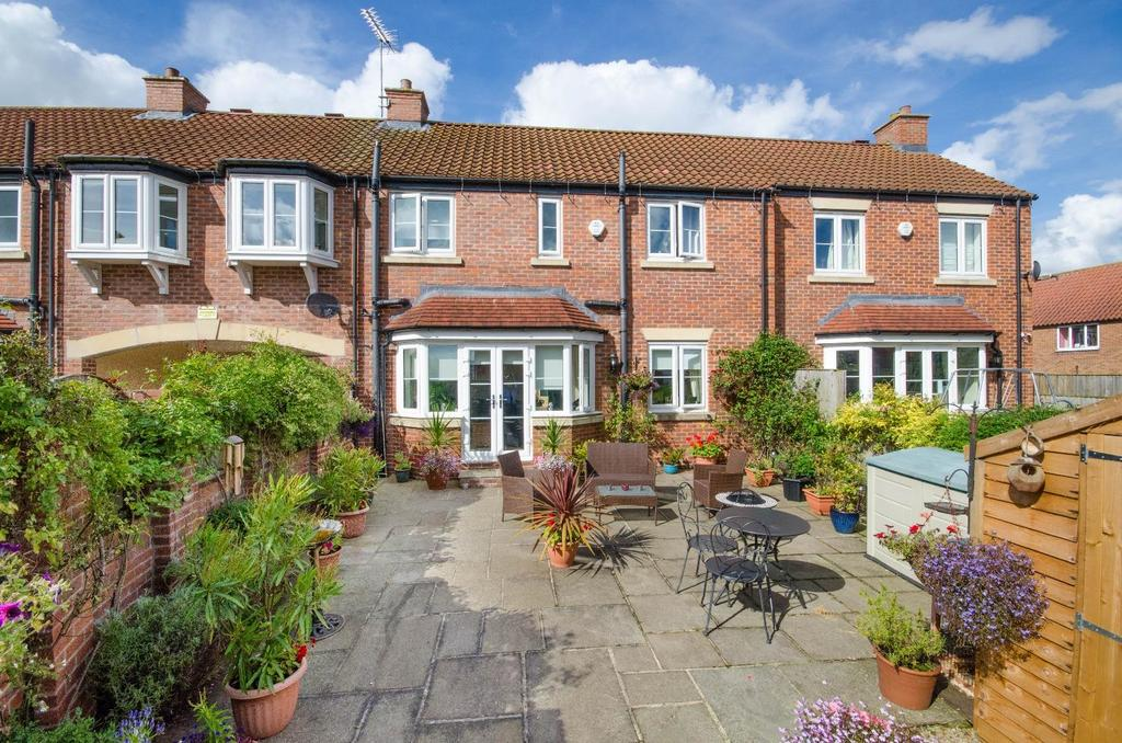 4 Bedrooms Terraced House for sale in Blacksmith Court, Easingwold, York