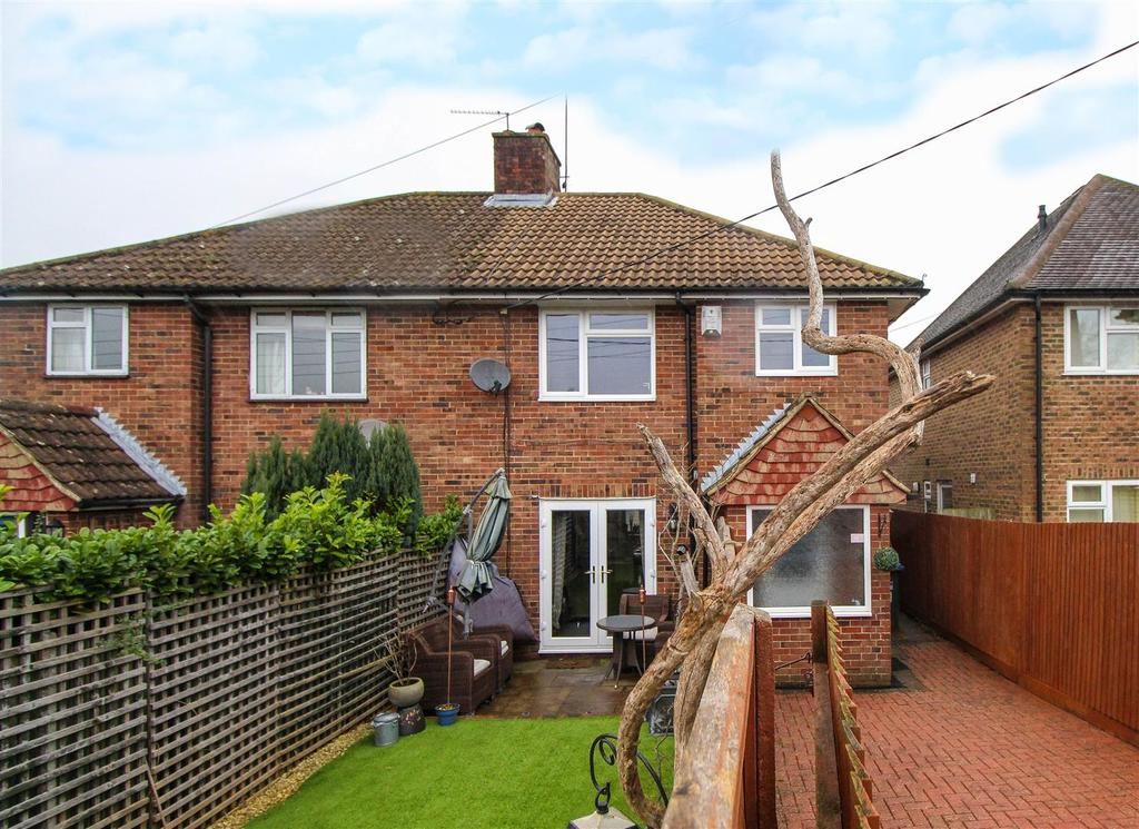 3 Bedrooms Semi Detached House for sale in Edward Road, Haywards heath