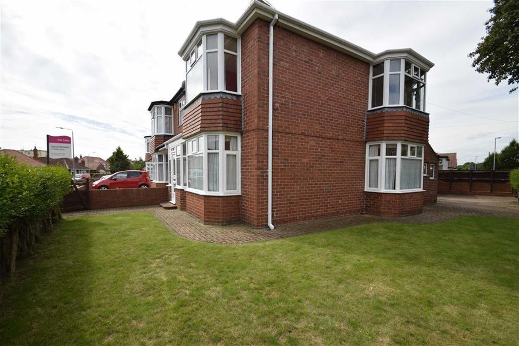 3 Bedrooms Semi Detached House for sale in Third Avenue, Bridlington, East Yorkshire, YO15