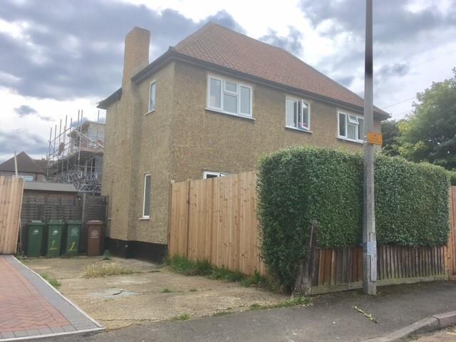 3 Bedrooms Semi Detached House for sale in BEVERLEY GARDENS, WORCESTER PARK KT4