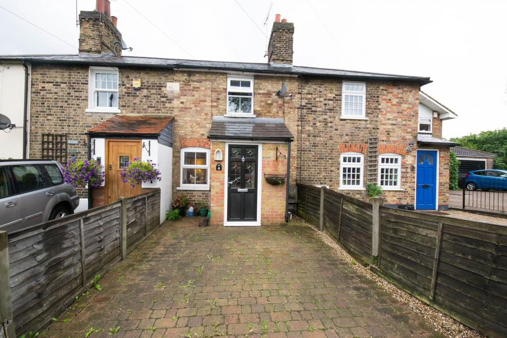 2 Bedrooms Cottage House for sale in Mount Pleasant Cottages, Alexander Lane, Shenfield, Brentwood, Essex, CM15
