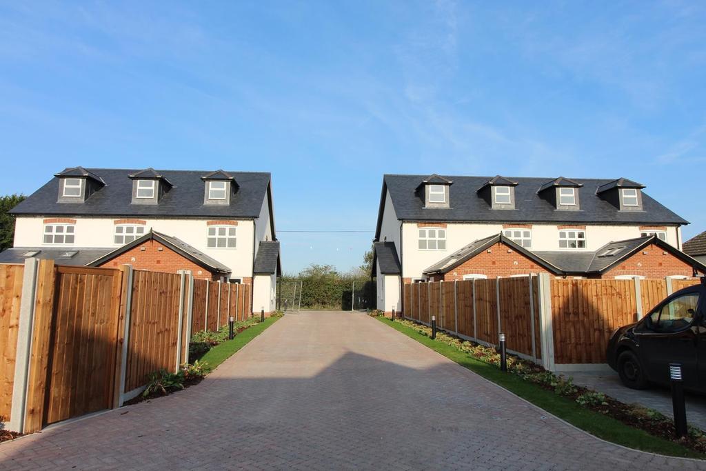 3 Bedrooms Terraced House for sale in Plot 9 Hazelwood Park, Hastingwood, Essex, CM17