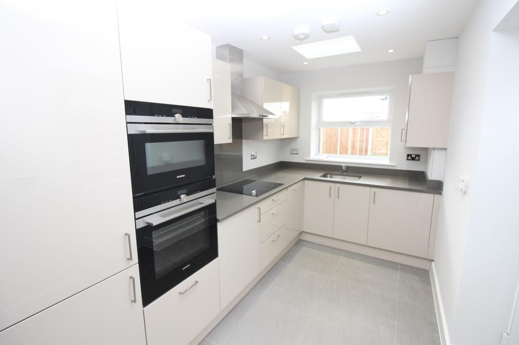 3 Bedrooms Terraced House for sale in Plot 9 Hazelwood Park, Hastingwood, Essex, CM17
