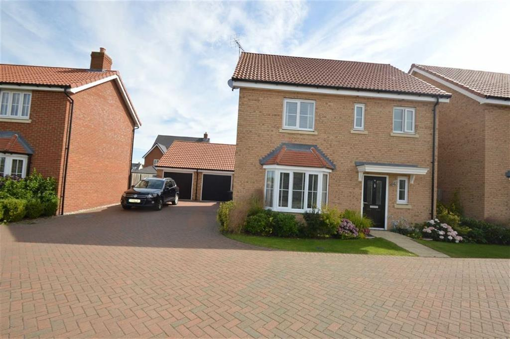 3 Bedrooms Detached House for sale in Gelding Close, Rochford, Essex