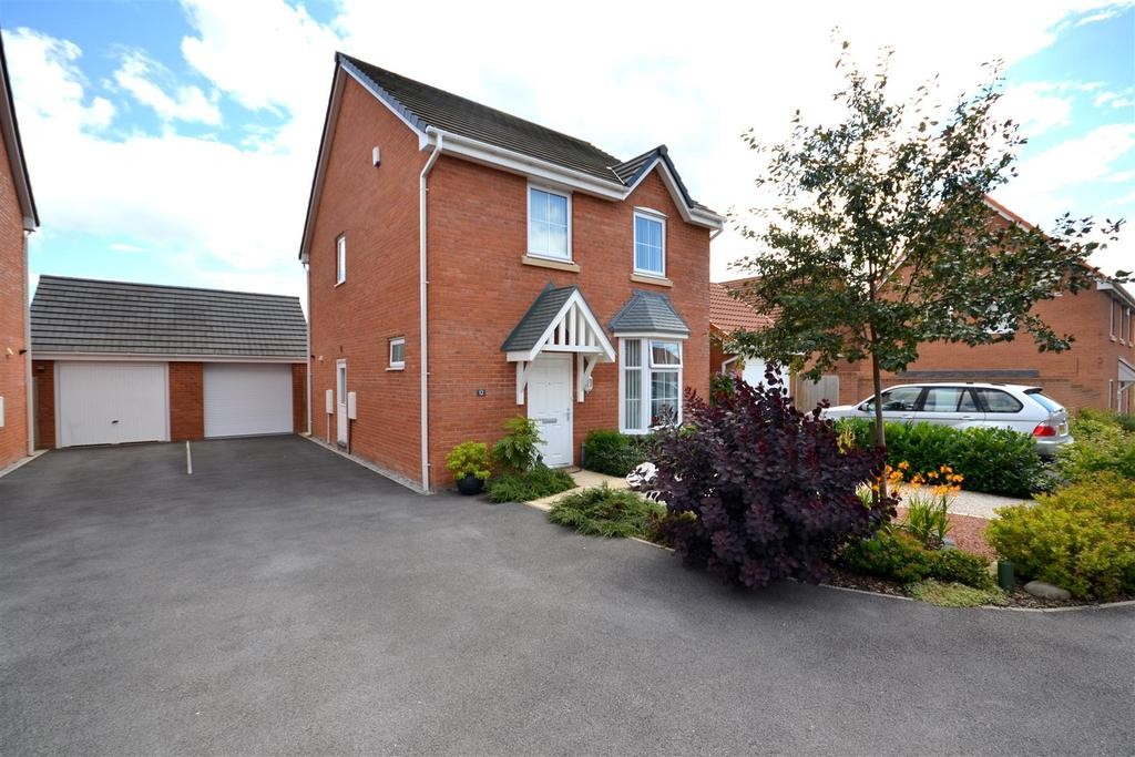 4 Bedrooms Detached House for sale in Butters Court, Heritage Park, Silverdale, Newcastle