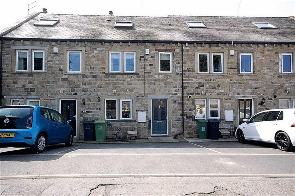 3 Bedrooms Town House for sale in Bilham Road, Clayton West, Huddersfield, HD8