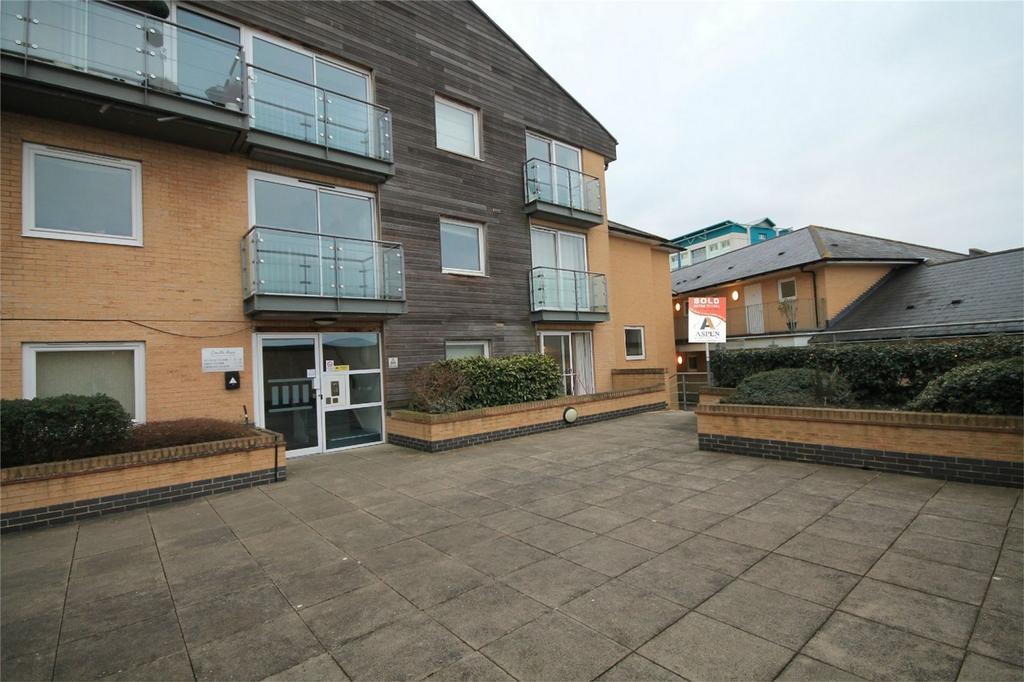 1 Bedroom Flat for sale in Camellia House, Tilley Road, Feltham