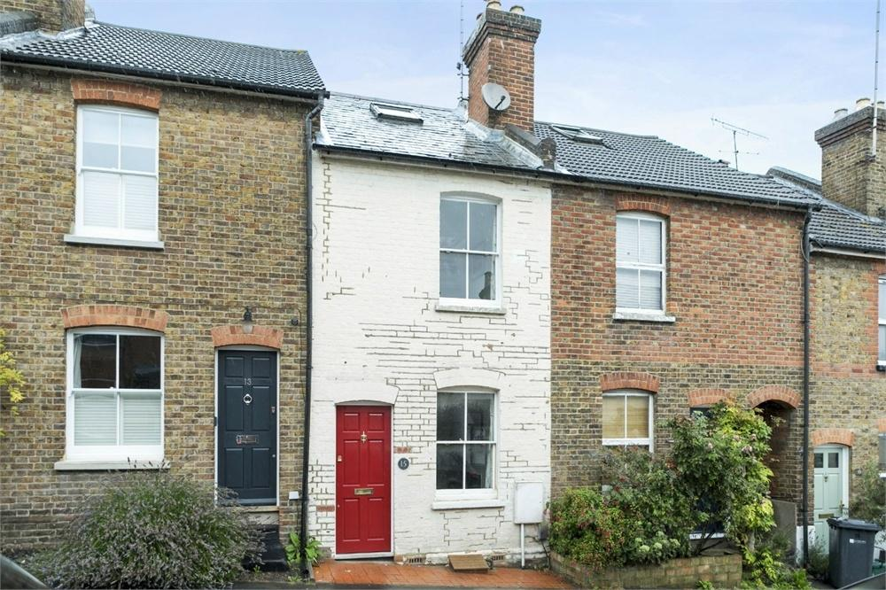 2 Bedrooms Terraced House for sale in Cooper Road, Guildford, Surrey