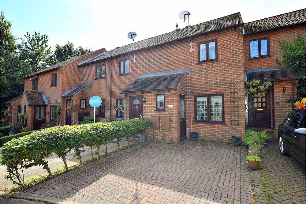 2 Bedrooms Terraced House for sale in Creasy Close, ABBOTS LANGLEY, Hertfordshire