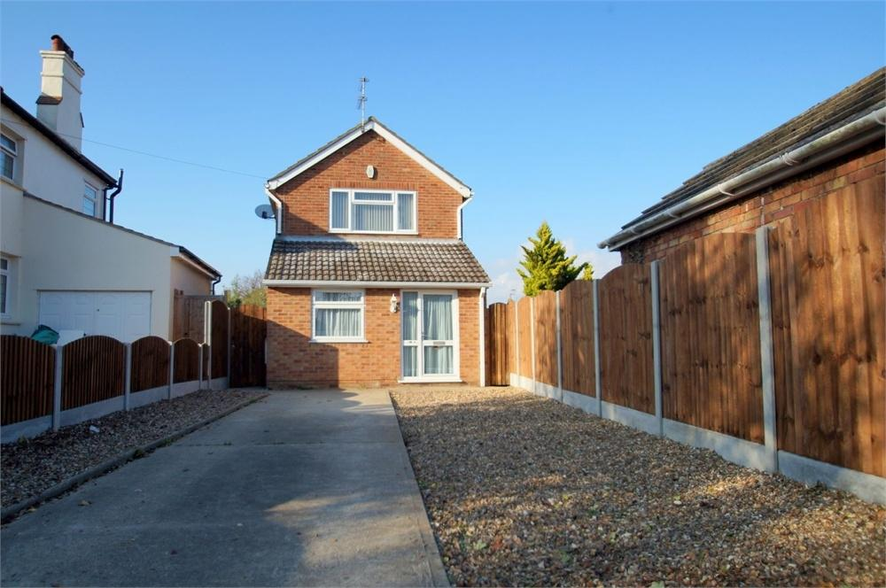 4 Bedrooms Detached House for sale in West Road, CLACTON-ON-SEA, Essex
