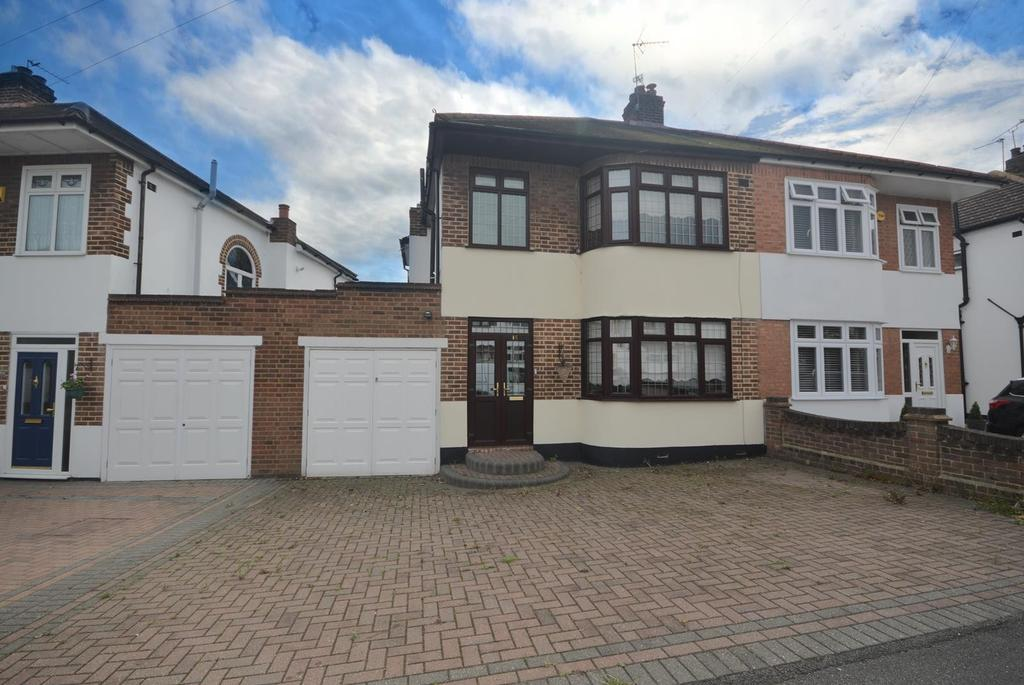 3 Bedrooms Semi Detached House for sale in Priests Avenue, Rise Park, Essex, RM1
