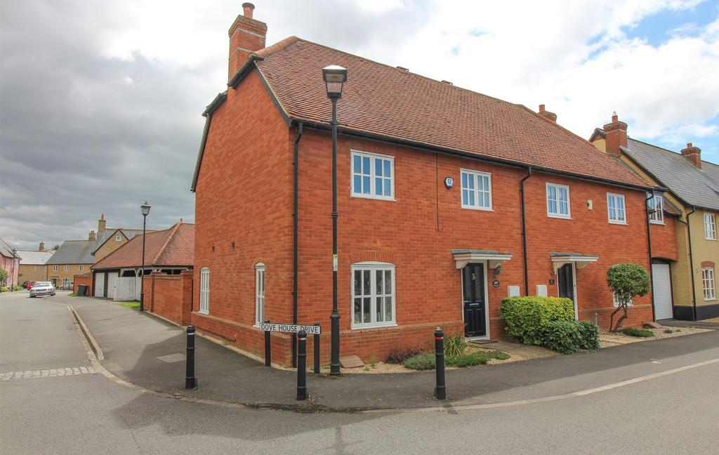 3 Bedrooms Semi Detached House for sale in Dove House Drive, Henlow, Bedfordshire