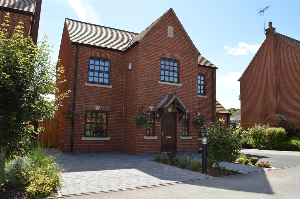 4 Bedrooms Detached House for sale in Pensom Court, Ollerton, Newark