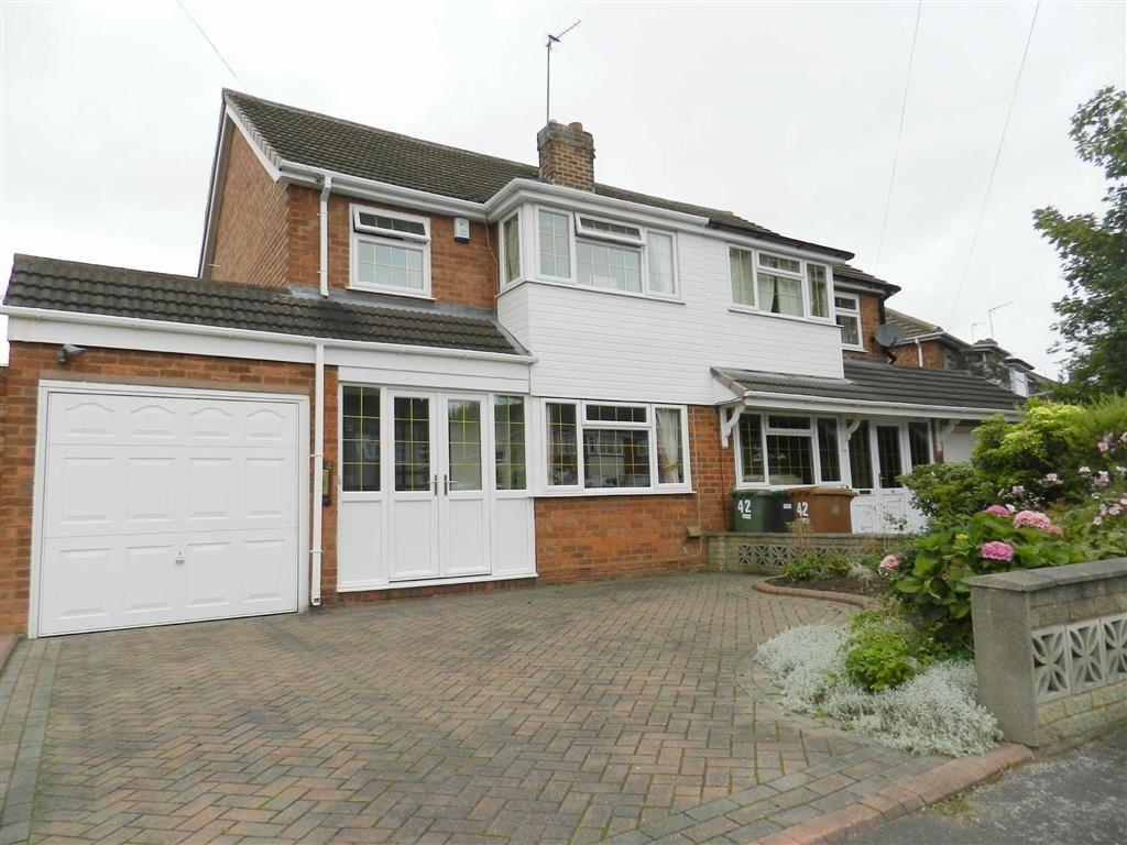 3 Bedrooms Semi Detached House for sale in Sandringham Avenue, Willenhall, West Midlands