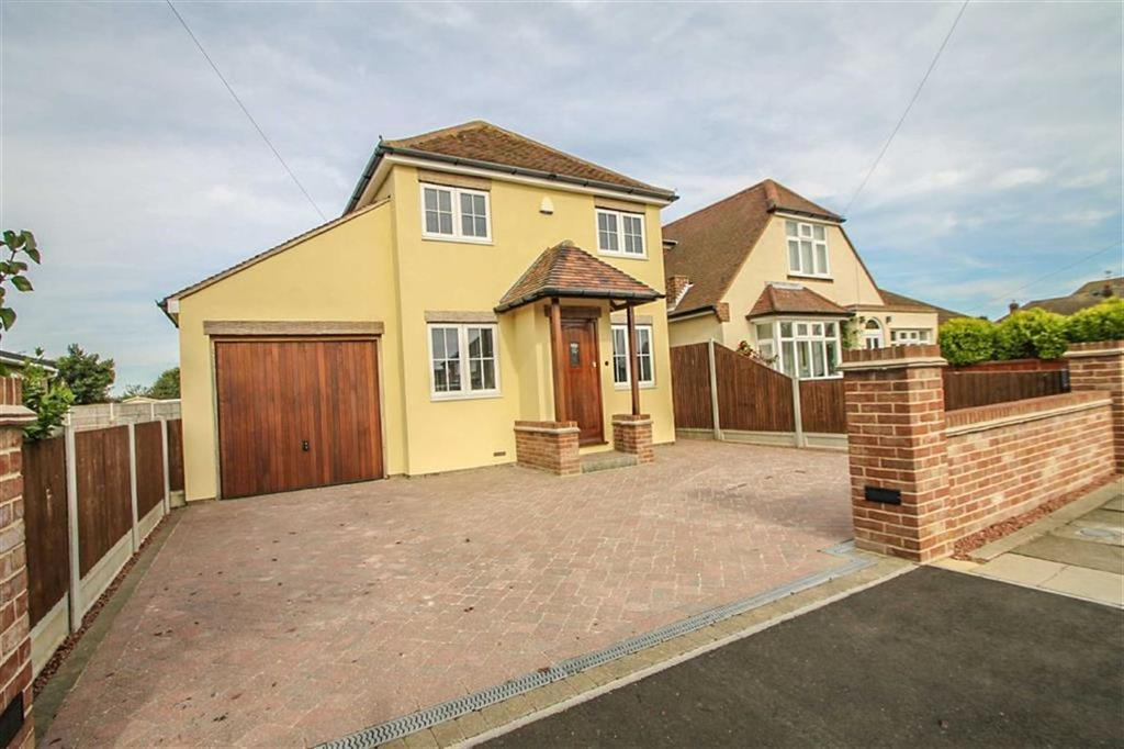3 Bedrooms Detached House for sale in Queensway, Holland-on-Sea