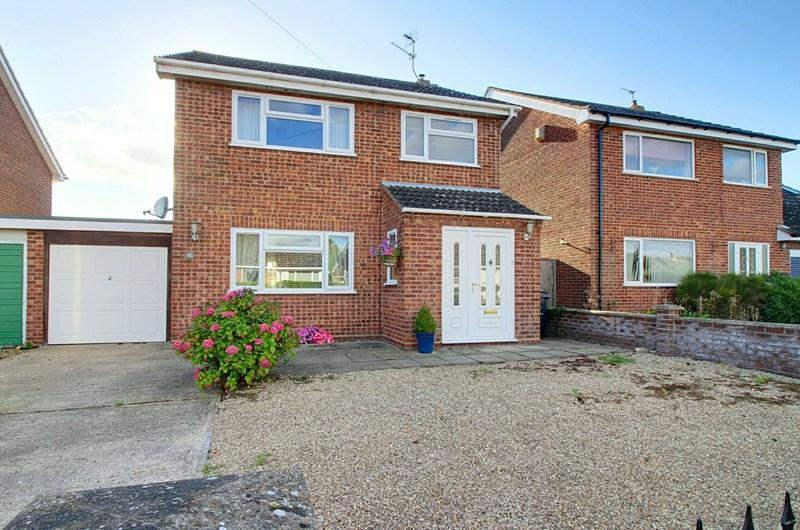 3 Bedrooms Link Detached House for sale in Hall Road, Bawdeswell, Dereham