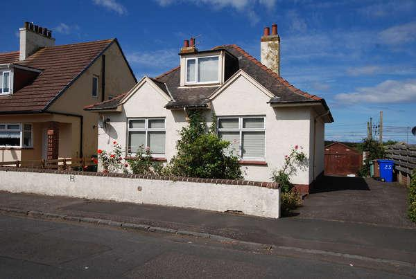 3 Bedrooms Detached Bungalow for sale in 23 Oswald Road, Ayr, KA8 8NY