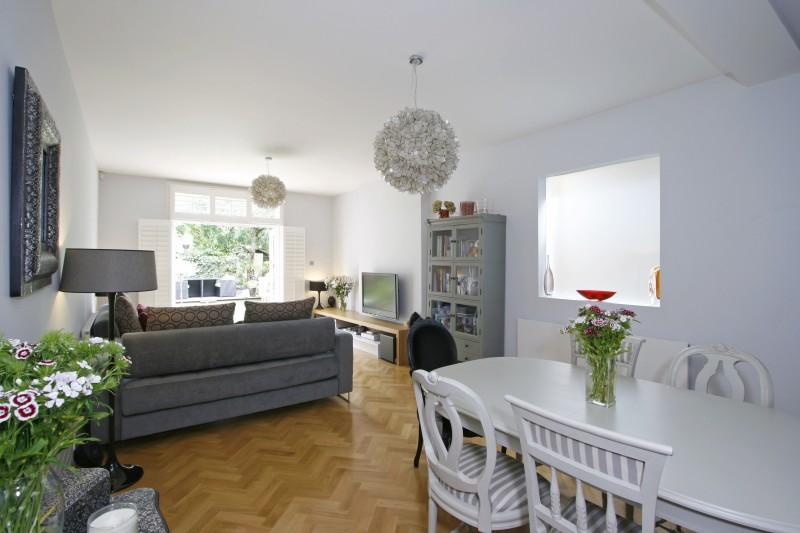 2 Bedrooms Flat for sale in Louisville Road, London SW17