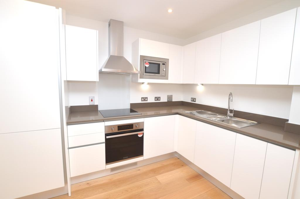 2 Bedrooms Flat for sale in Grove Place Eltham SE9