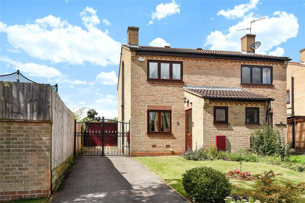2 Bedrooms Semi Detached House for sale in Blackburn Close, Grantham, NG31