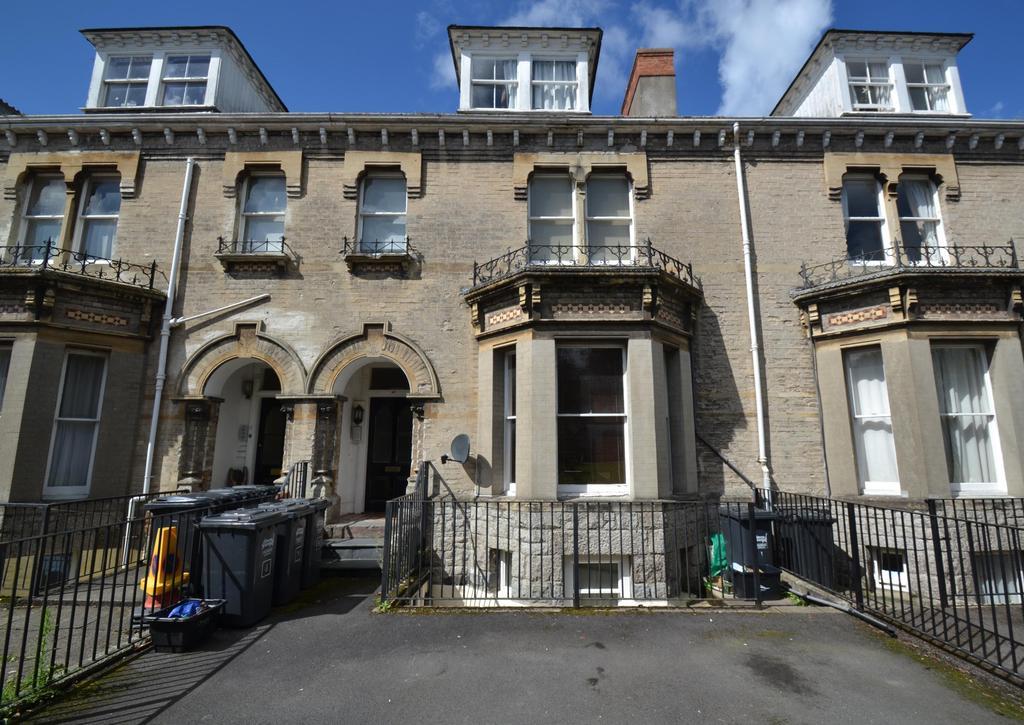 1 Bedroom Flat for sale in Ebberley Lawn, Barnstaple