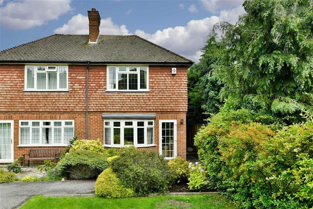3 Bedrooms Semi Detached House for sale in Winkworth Place, Banstead, Surrey