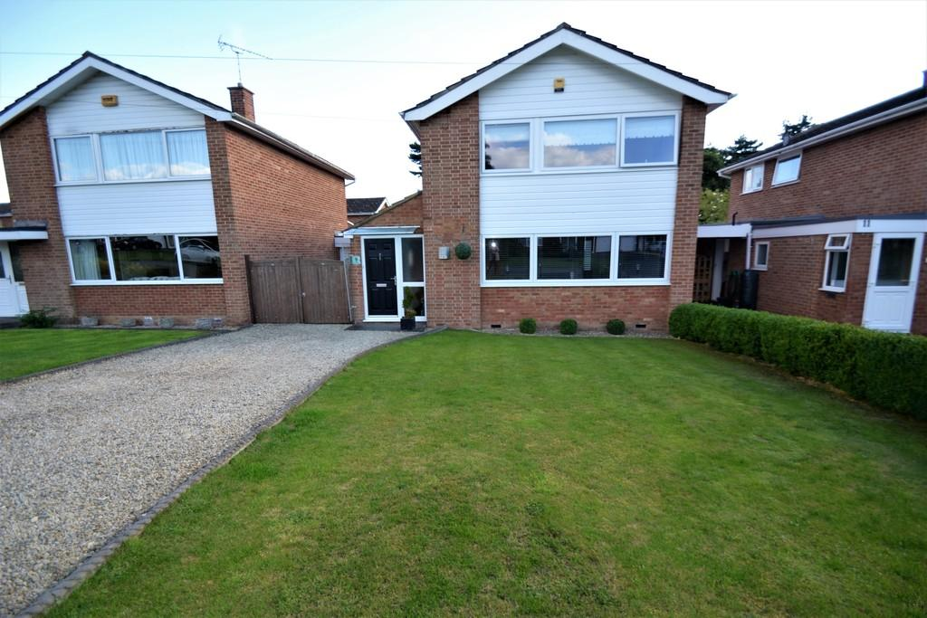3 Bedrooms Detached House for sale in Elmside, Winslow, Buckingham