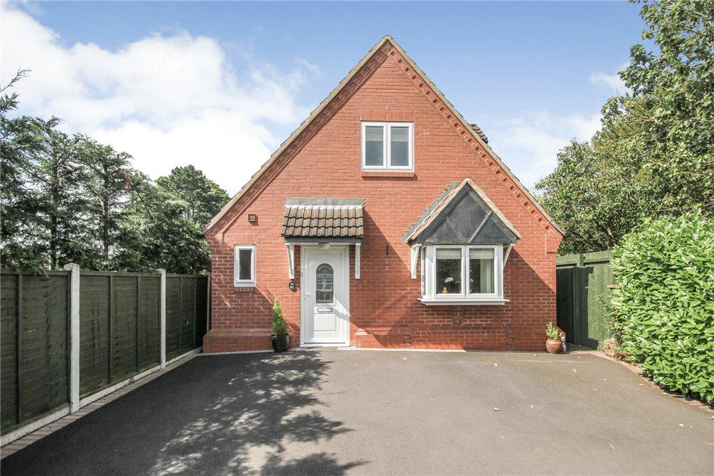 2 Bedrooms Detached House for sale in Love Lane, Oldswinford, Stourbridge, DY8