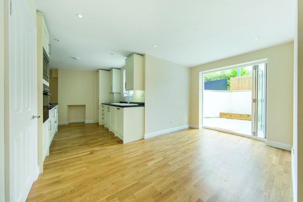 4 Bedrooms Terraced House for sale in Sudlow Road, SW18