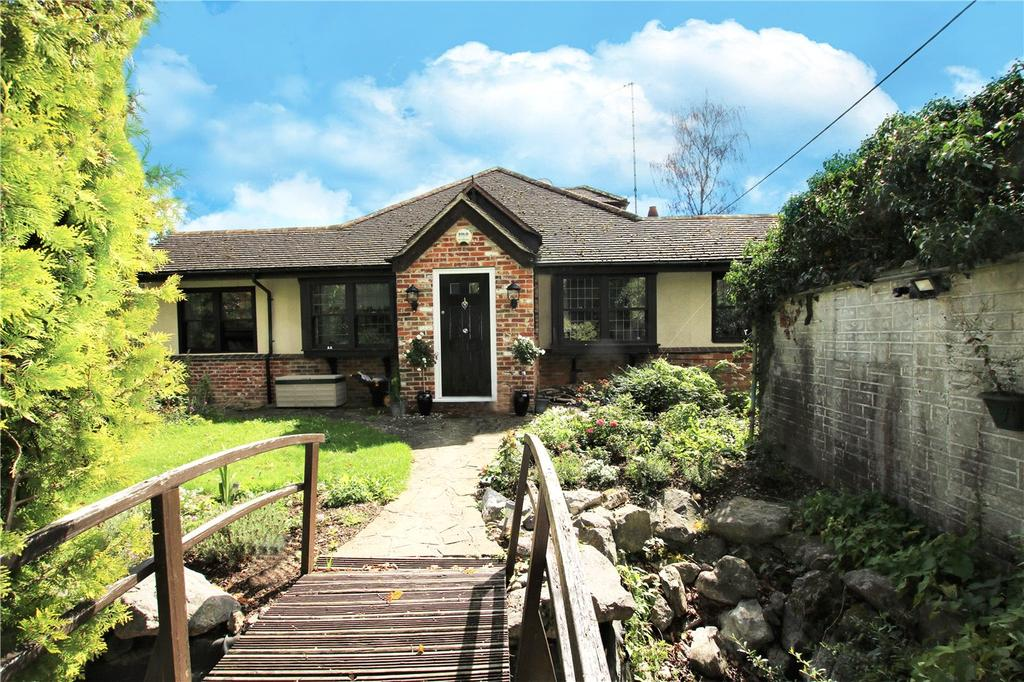 5 Bedrooms Detached Bungalow for sale in Park Walk, Purley on Thames, Reading, Berkshire, RG8
