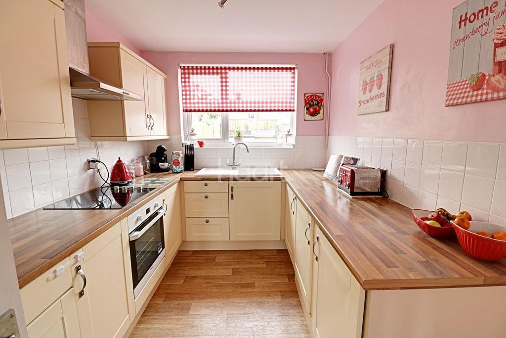 3 Bedrooms Terraced House for sale in Merrimans Road
