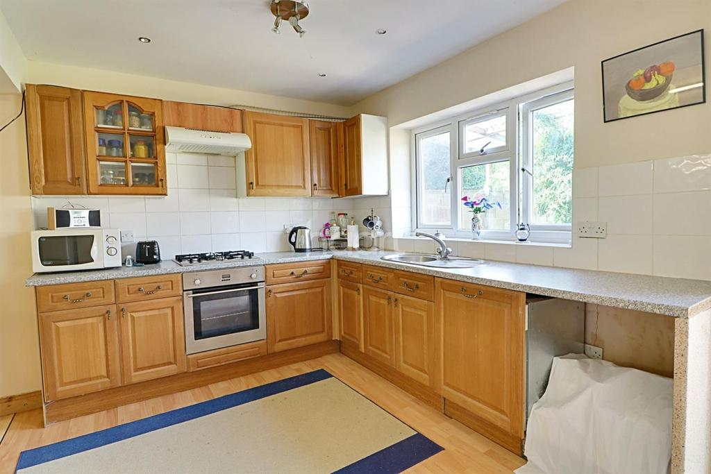 4 Bedrooms Semi Detached House for sale in Stewart Close, London