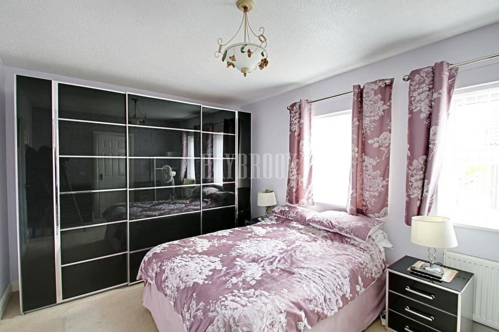4 Bedrooms Detached House for sale in St Leger Close, Dinnington