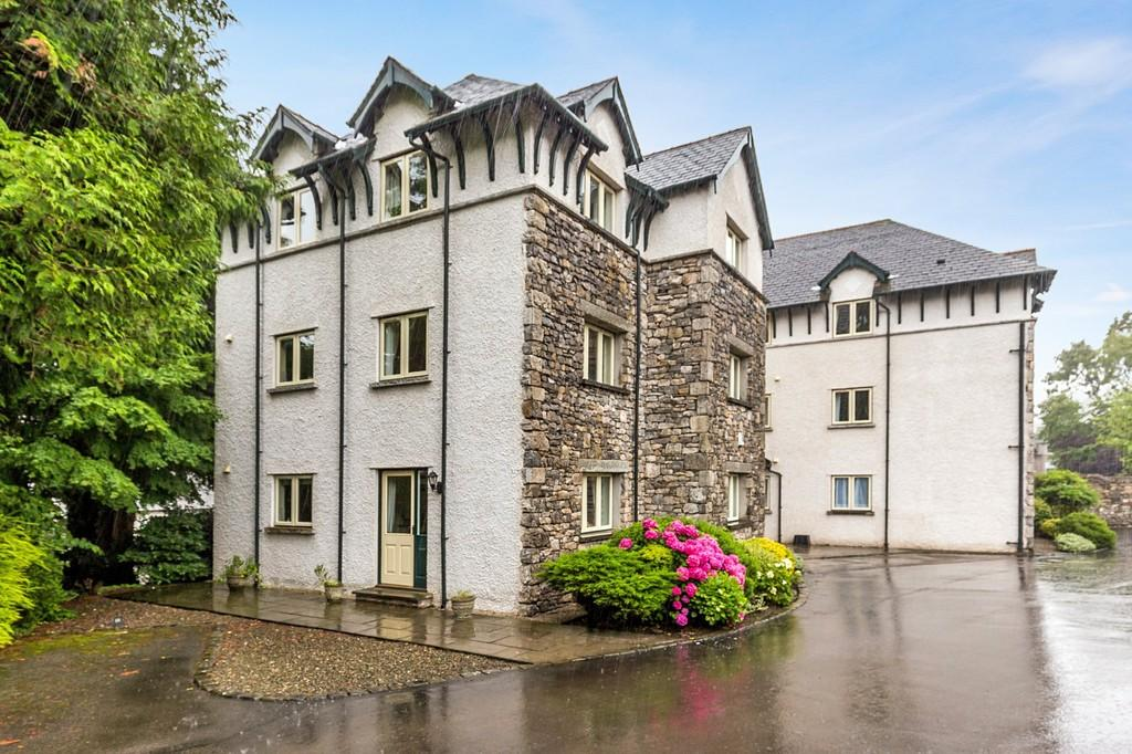 2 Bedrooms Apartment Flat for sale in 21 Berners Close, Grange-over-Sands, Cumbria, LA11 7DQ