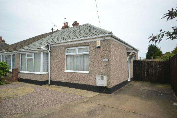 2 Bedrooms Semi Detached Bungalow for sale in Ethelstone Road, GRIMSBY