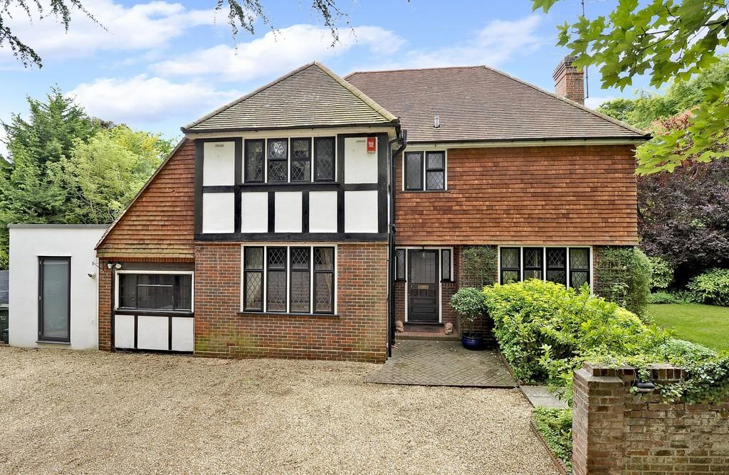 4 Bedrooms Detached House for sale in Grove Road, Merrow, Guildford GU1 2HR