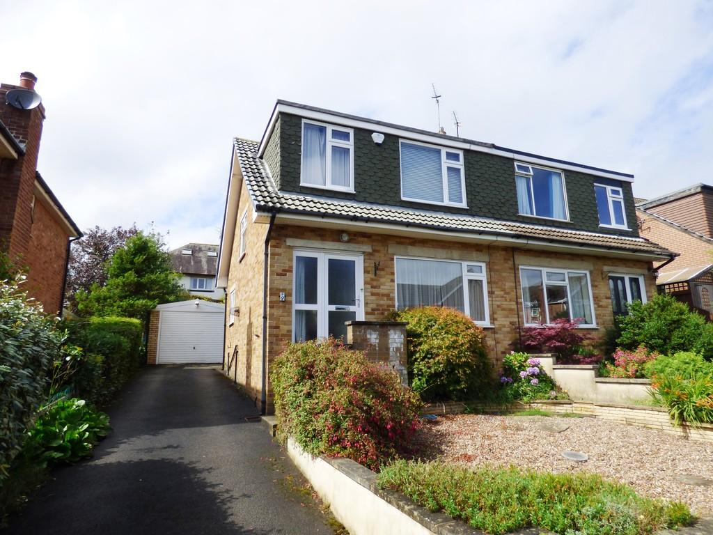 3 Bedrooms Semi Detached House for sale in St Johns Way, Yeadon