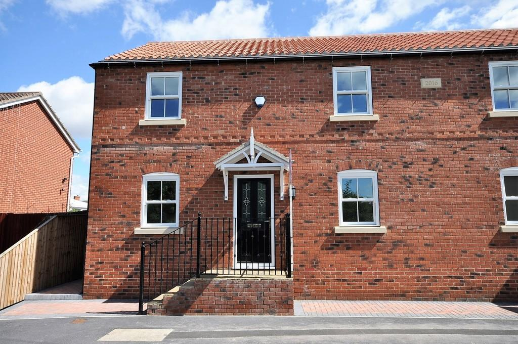 3 Bedrooms Semi Detached House for sale in Orchard Street, Thorne, Doncaster