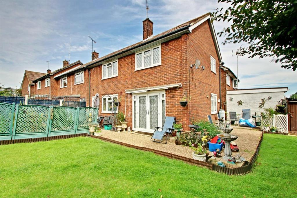 4 Bedrooms Terraced House for sale in Clayburn Side, Basildon