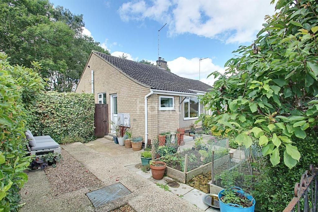 2 Bedrooms Bungalow for sale in Rydalside, Roselands, Northampton