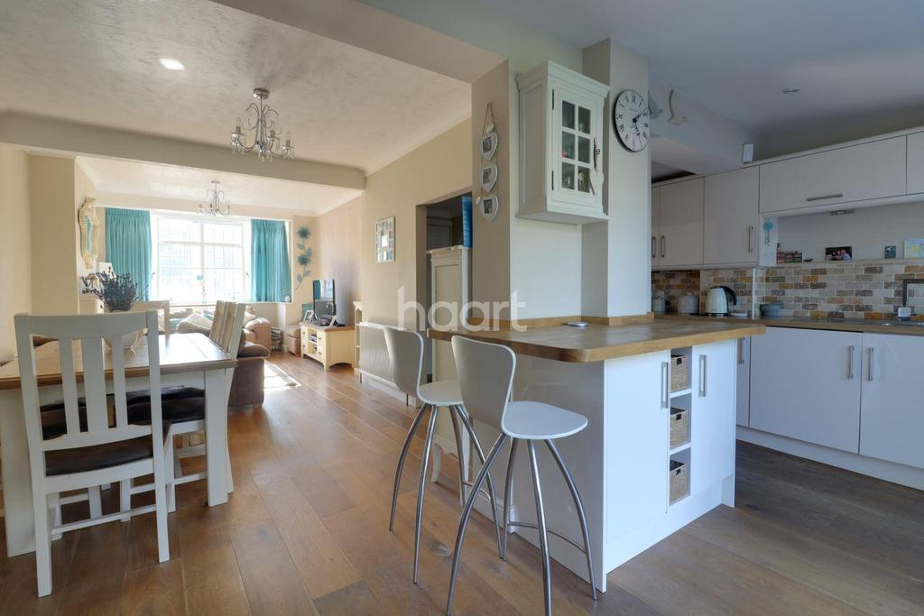 4 Bedrooms End Of Terrace House for sale in Hillfoot Avenue, Collier Row, Romford