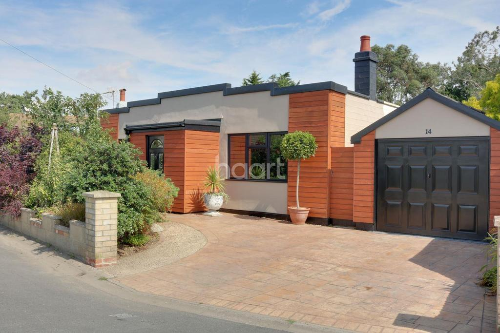 2 Bedrooms Bungalow for sale in Brightlingsea,