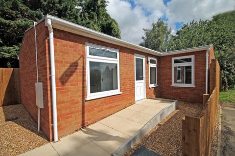 2 bedroom detached bungalow to rent - Beales Way, Cambridge