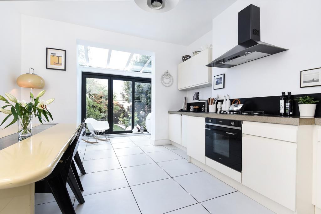 4 Bedrooms Semi Detached House for sale in Stodart Road London SE20