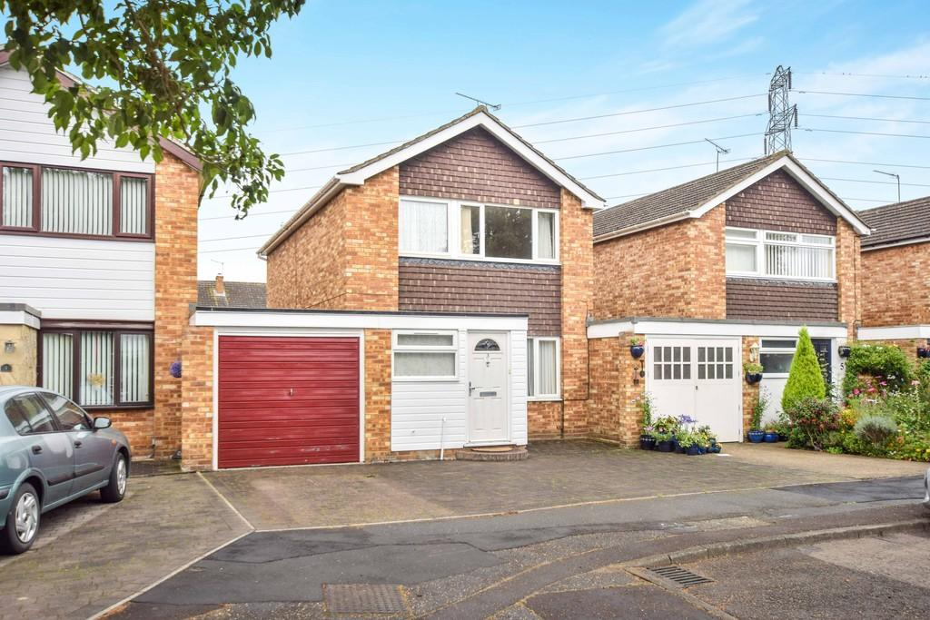 3 Bedrooms Link Detached House for sale in Snowberry Grove, Colchester, CO2 8QD