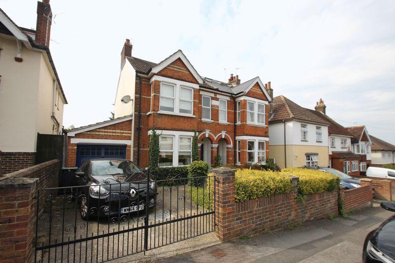 3 Bedrooms Semi Detached House for sale in Goldsmid Road, Tonbridge